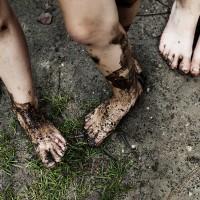 Op blote voeten door het bos